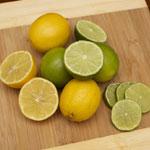 Šťávu z citronu a limetky