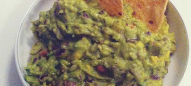 Guacamole s černými fazolemi